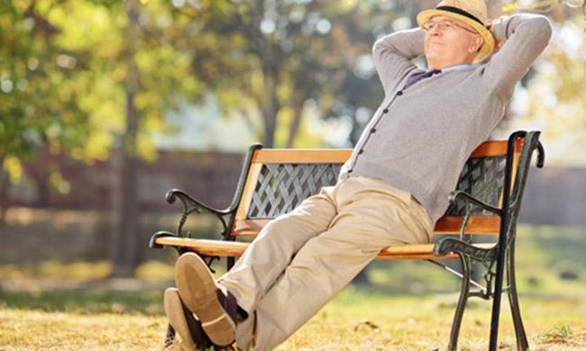 skolko-nuzhno-otkladyvat-deneg-chtoby-v-budushhem-bezbedno-zhit-na-pensii